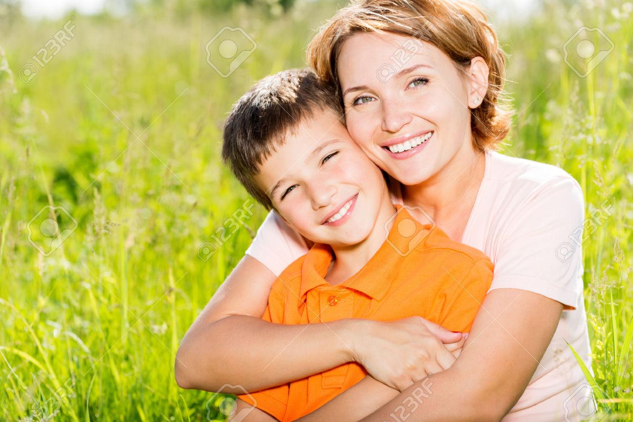 Madres Follandose A Sus Hijos